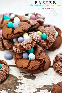 EASTER Chocolate Nest Crinkle Cookies | What a great Easter dessert recipe!