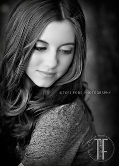 Senior Picture Ideas for Girls | Senior Poses Girl | Senior Pictures Girl | Click here to follow my SENIOR GIRLS Board at www.pinterest.com/jilllevenhagen