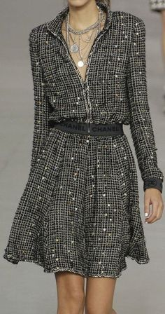 66 New ideas moda chic chanel haute couture - Fashion Show Chanel Outfit, Chanel Dress, Chanel Chanel, Coco Chanel Fashion, Chanel Style, Chanel Couture, Couture Fashion, Couture Style, Look Fashion