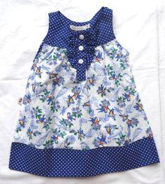 Vestido em 100 % algodão (tricoline) com estampa de passarinhos em contraste com poazinho branco e azul, fechamento frontal, confortável é roupinha para todas as horas, sua neném vai estar pronta para brincar e ir a festa!!!!! Disponível nos tamanhos: P(3-6 meses) 02 M(6-9 meses) 02 G(9-12 meses) 02 GG(12-18 meses) 02 T2(18-36 meses) 02 T3(36-48mese) 02 R$ 66,00