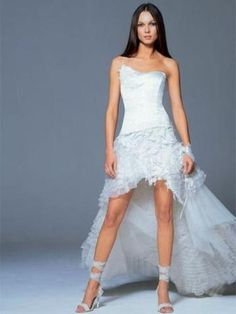 The trend is short wedding dresses! The creators do not hesitate to reveal the legs brides for our delight. Our little fashion tips for choosing your short wedding dress. Ugly Wedding Dress, Unusual Wedding Dresses, Informal Wedding Dresses, Informal Weddings, Wedding Dresses 2014, Luxury Wedding Dress, Wedding Dress Styles, Bridal Dresses, Wedding Gowns