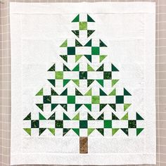 Sew Block Quilt Christmas tree churn dash quilt by carlasisters Christmas Quilting Projects, Christmas Quilt Patterns, Barn Quilt Patterns, Christmas Tree Quilt Block, Tree Quilt Pattern, Christmas Patchwork, Churn Dash Quilt, Quilt Modernen, Winter Quilts