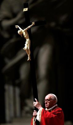 """""""Cristo nos guía a salir cada vez más de nosotros mismos, para entregarnos y servir a los demás"""". Papa Francisco"""