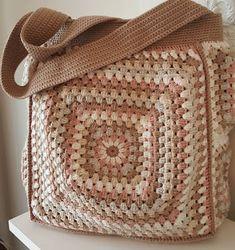 Hermosas bolsas a crochet elaboradas con el cuadro de la abuelita o grannys crochet, son fáciles y rápidas de elaborar.
