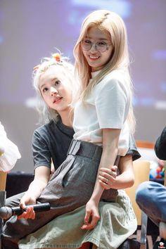 Twice-Chaeyoung & Sana 190504 <<< oof sachaeng Nayeon, South Korean Girls, Korean Girl Groups, Asian Woman, Asian Girl, K Pop, Cool Girl, My Girl, Sana Cute