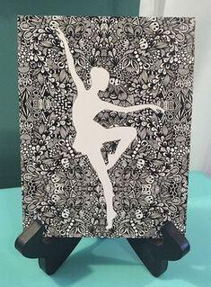Doodle art 240942648794013102 - Zentangle – Tiny Dancer Plus Source by nathytrouvaille Doodle Art Drawing, Zentangle Drawings, Pencil Art Drawings, Art Drawings Sketches, Zentangle Patterns, Zentangle Art Ideas, Doodling Art, Doodles Zentangles, Mandala Design