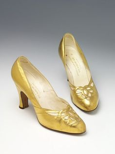 1930, Untied Kingdom - Pair of shoes by Jack Jacobus Ltd - GIlded leather