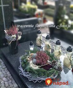 Great Pic fall Funeral Flowers Popular No matter if you are setting up and also joining, funerals are normally a sad and often traumatic occasion. Ikebana, Grave Decorations, Church Flower Arrangements, Cemetery Flowers, Fall Decor, Holiday Decor, Funeral Flowers, Summer Flowers, Fall Flowers