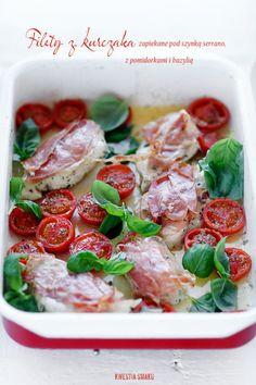 Piersi kurczaka zapiekane pod szynką serrano, z pomidorkami i bazylią - kwestia smaku