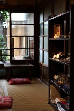 Japanese Style House, Traditional Japanese House, Traditional Interior, Japan Room, Asian Interior Design, Deco Zen, Style Japonais, Japanese Architecture, Room Decor