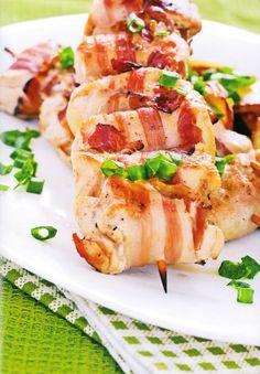Spek en aartappelsosaties. Foto: Uitpakkos deur Lapa Uitgewers South African Recipes, Ethnic Recipes, Braai Recipes, Potato Dishes, Main Meals, Allrecipes, Pesto, Yummy Food, Yummy Recipes