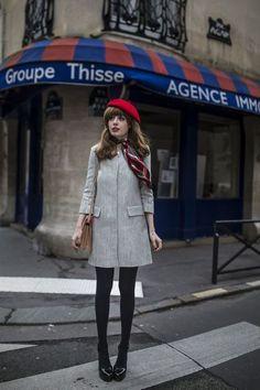 赤のベレー帽とコート