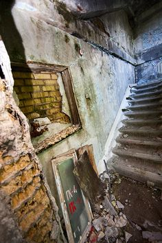 Abandoned apartment building in eastern Redland - http://lumovoima.fi/sz10559/
