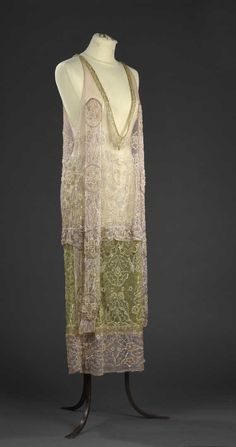 1925 Silk Tulle dress with pink and apple green embroidery. 20s Fashion, Art Deco Fashion, Fashion History, Vintage Fashion, Fashion Design, 1920s Evening Dress, 1920s Dress, 1920s Inspired Dresses, Vintage Dresses