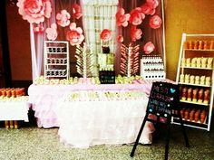 mesa de dulces en rosa