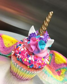 "1,371 Likes, 91 Comments - The Cake Mamas (@thecakemamas) on Instagram: ""Introducing… The Cake Mamas New UNICORN Cupcake!!! Limited quantities available after 5 PM…"""