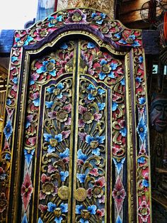 Unmounted flower-carved Indian door.