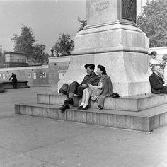 London at War 1941 - Wartime Romance