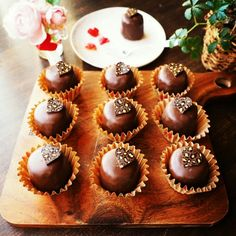 Chocolate World, Chocolate Lovers, Sweets Recipes, Cooking Recipes, Donut Decorations, Artisan Chocolate, Sweet Desserts, Cute Food, Mini Cupcakes