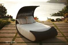 Outdoor Daybed Design for Enjoying Summer Holiday