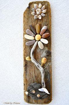 Put on roof tile - Jean Uan Pebble Mosaic, Mosaic Wall Art, Pebble Art, Seashell Art, Seashell Crafts, Stone Crafts, Rock Crafts, Art Rupestre, Art Pierre