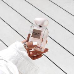 how to make perfume diy Perfume Parfum, Perfume Scents, Best Perfume, Perfume Bottles, Suzhou, Giorgio Armani, Beauty Makeup, Beauty Nails, Perfume Display