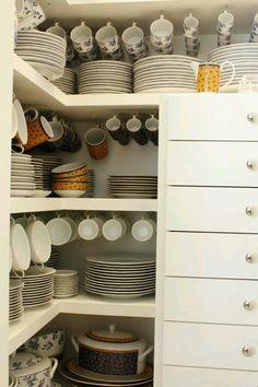 Louça muito bem organizada.