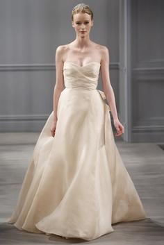 Yo quiero comer perdices contigo..  Un toque de color. Vestido de novia mantequilla de Monique Lhuiller (SS 2014) #weddingdresses #NYBW