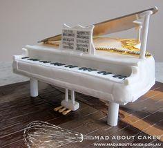 'Grand Piano Cake' - www.madaboutcakes.com.au