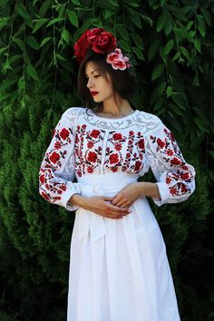 Dresses from around the world Embroidery Fashion, Embroidery Dress, Romanian Wedding, Cute Dresses, Vintage Dresses, Ethno Style, Floral Headpiece, Folk Fashion, Embroidered Clothes