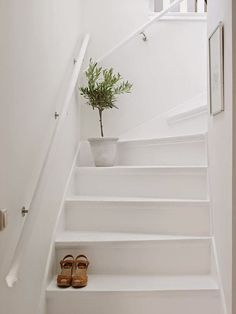 Why not to get Scandinavian style to you home? Use fur, light colors, and lots of wood. See more Scandinavian Home Design Ideas at Scandinavian Style Home, Scandinavian Interior Design, Home Interior Design, Interior Paint, Interior Colors, Painted Staircases, Painted Stairs, Wooden Stairs, Casa Feng Shui