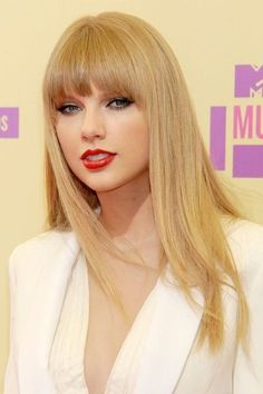 Taylor Swift Hot, Taylor Swift Bangs, Style Taylor Swift, Taylor Swift 2012, Short Hair With Bangs, Wigs With Bangs, Short Hair Styles, Hair Bangs, Long Bob Hairstyles