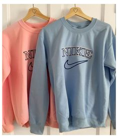 Cute Comfy Outfits, Trendy Outfits, Cool Outfits, Nike Outfits, Teen Fashion Outfits, Vintage Nike Sweatshirt, Sweatshirts Vintage, Crew Neck Sweatshirt, Barbie Girl