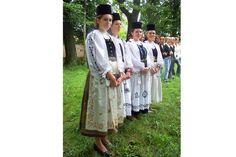 Biserica fortificată de la Alţâna - Site-ul oficial al județului Sibiu Coat, Jackets, Beautiful, Fashion, Moda, Fashion Styles, Peacoats, Coats, Fashion Illustrations