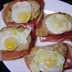 ayyy,que rico 😋😋 #RecetasFáciles #RecetasGratis #FoodIdeas #RecetasDeliciosas #Recetas #RecetasDeCocina Canapes, Sandwiches, Eggs, Breakfast, Food, Salads, Egg Recipes, Recipes With Vegetables, Healthy Breakfasts