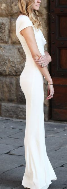 Unconventional Wedding Dresses - If you're the type of woman who has flipped through hundreds of bridal magazine pages without finding the dress of your dreams, these ideas may be appealing to your unique tastes Looks Street Style, Looks Style, Look Fashion, Fashion Beauty, Dress Fashion, Fashion Hats, Spring Fashion, High Fashion, Fashion Trends