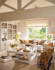 salones para inspirarte Family room and reading room.Family room and reading room. Casual Living Rooms, Home Living Room, Living Spaces, Dog Spaces, Cottage Living, Cozy Living, Modern Living, Style At Home, Living Room Inspiration