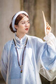 Vietnamese Traditional Dress, Traditional Dresses, 4 Sisters, Hanfu, Ao Dai, Wedding Photoshoot, Asian Style, Girl Fashion, Costumes
