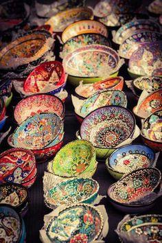 Home Decorating Ideas Bohemian ☮ American Hippie Bohéme Boho Lifestyle ☮ Bowls Bohemian Kitchen, Bohemian Decor, Bohemian Style, Gypsy Home Decor, Hippie Bohemian, Bohemian Fashion, Gypsy Style, Boho Gypsy, Boho Lifestyle