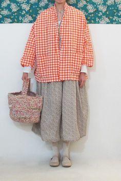 Marvelous Crochet A Shell Stitch Purse Bag Ideas. Wonderful Crochet A Shell Stitch Purse Bag Ideas. Japan Fashion, Look Fashion, Fashion Outfits, Fashion Design, Hand Knit Bag, Olive Clothing, Crochet Shell Stitch, Crochet Handbags, Crochet Bags