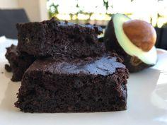Post: Brownie de aguacate --> bizcocho jugoso, brownie cacao, brownie casero, Brownie de aguacate, postres caseros cacao, recetas dulces aguacate, recetas postres delikatissen