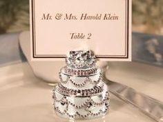 Disse smukke miniature bryllupskager er perfekte til enhver bryllupsfest og vil med sikkerhed skabe glæde hos jeres gæster.