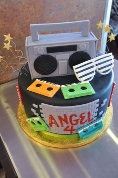 40 Tasty Music Cakes For Real Music Lovers – Fresh Design Pedia Music Themed Cakes, Music Cakes, 80s Birthday Parties, Birthday Cake, 80s Party, 50th Birthday, Beautiful Cakes, Amazing Cakes, Anniversaire Harry Potter