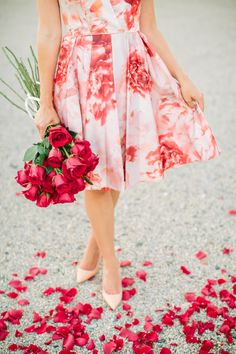25 Valentine's Day Dresses that Will Make His Heart Skip a Beat - Style Me Pretty Moda Floral, Prom Dress Shopping, Online Dress Shopping, Valentines Day Dresses, Aisle Style, Princesa Diana, Prom Dresses, Summer Dresses, Floral Fashion