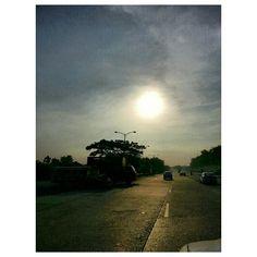寝坊して飛び起きた。 woke up late!! jump out from the bed. #morning#drive#roadtrip#sunrise#rising#sun#sky#clouds#philippines#フィリピン#朝日#空#雲#太陽