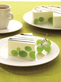 Best Cake-Decorating Ideas With Fruit 29 of 50 Grapes Romanian Desserts, Romanian Food, Jello Recipes, Dessert Recipes, Cupcakes, Cupcake Cakes, Easy Cake Decorating, Decorating Ideas, Dessert Salads