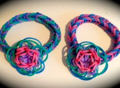 Basic Daisy flower bracelet for the Rainbow Loom. Great Link with pattern charts for a lot of different pendant designs.