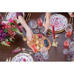 #tablescape This fête features the most beautiful bites and the sweetest of sips!