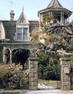 diaphanee: 1313 Mockingbird Lane, The Munsters house c. I live here? The Munsters, Munsters House, Old Buildings, Abandoned Buildings, Abandoned Places, Beautiful Buildings, Beautiful Homes, Beautiful Places, Second Empire
