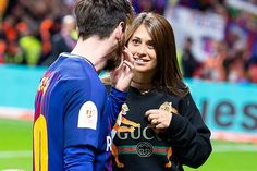 The way she looks at Leo👀😍♥️ Messi 10, Lionel Messi, Antonella Roccuzzo, Couple Goals, Leo, Soccer, Football, My Love, Backgrounds